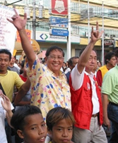 Late Sen. Raul Roco (left) flashes the I-Love-You sign with running mate during campaign sortie.