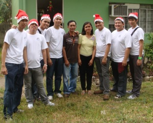 MCCID Santa Clauses with Deaf Teachers' Mamerto and Psyde Cortez