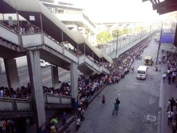 Long lines of commuters using MRT